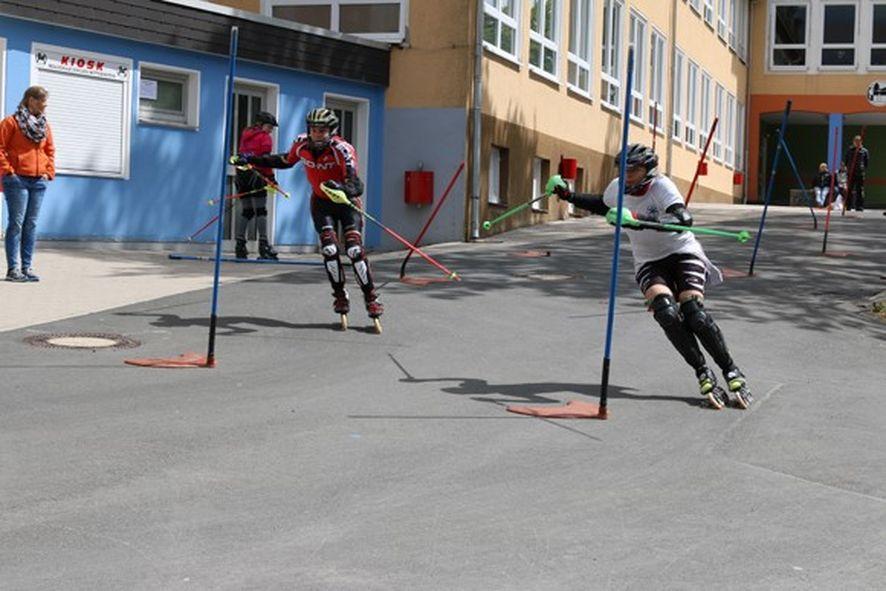 07 Familiensport im Sommer Inlineskates - FAMILIENSPORT IM SOMMER